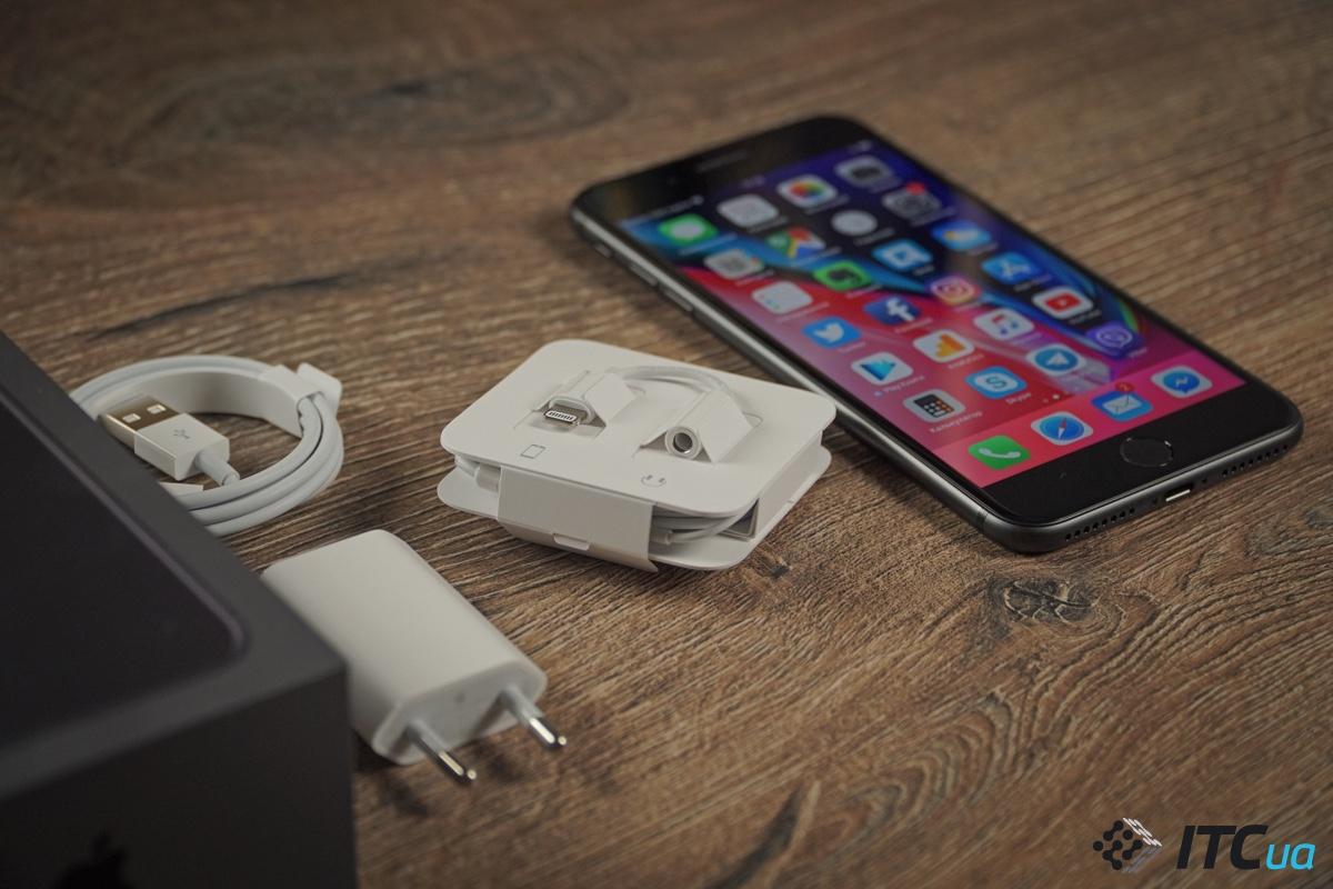 В коробке с iPhone 8 Plus есть наушники Lightning 96ddba6302d88