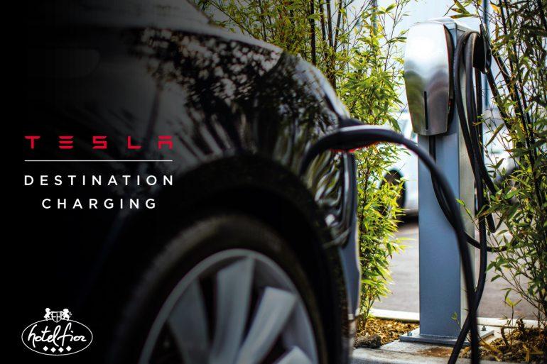 Tesla начнет устанавливать новые компактные скоростные зарядки City Supercharger в центрах крупных городов