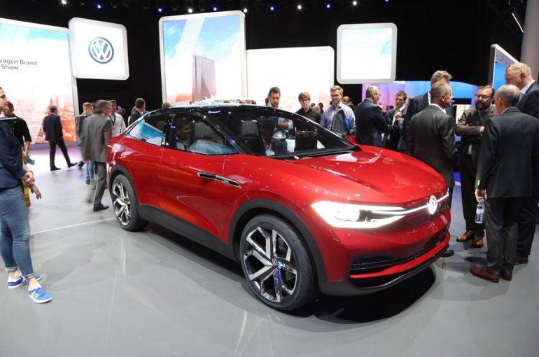 Volkswagen представил подготовленный к серийному производству электрокроссовер I.D. CROZZ с мощностью 300 л.с. и запасом хода 500 км