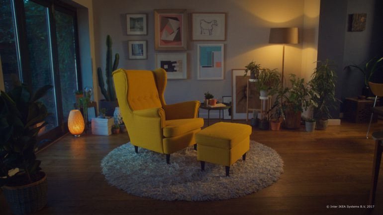 IKEA разработала приложение дополненной реальности IKEA Place, которое позволяет виртуально «примерить» мебель в квартире перед покупкой [видео]