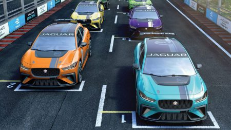 Jaguar запускает первый в мире гоночный чемпионат серийных электромобилей eTROPHY, в котором электрокроссоверы I-Pace будут соревноваться на трассах Formula E