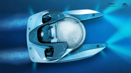"""Aston Martin представил трехместную подводную лодку Project Neptune стоимостью $4 млн и """"разработал"""" концепт дизайна для будущего электромобиля Dyson"""