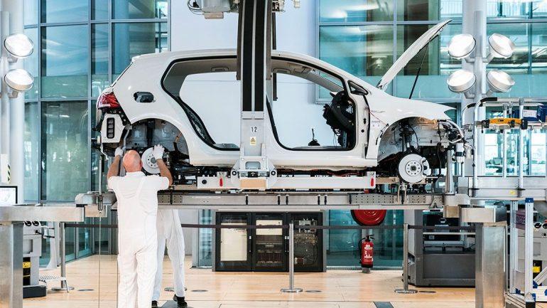 «80 новых электромобилей к 2025 году»: Концерн Volkswagen представил стратегию «Roadmap E», в рамках которой вложит 20 млрд евро в разработку электромобилей и 50 млрд евро в закупку аккумуляторов
