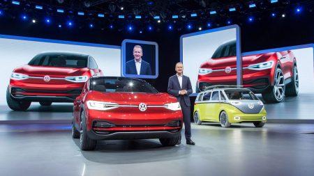 Концерн Volkswagen представил стратегию «Roadmap E», в рамках которой вложит 20 млрд евро в разработку новых электромобилей и потратит 50 млрд евро на закупку аккумуляторов