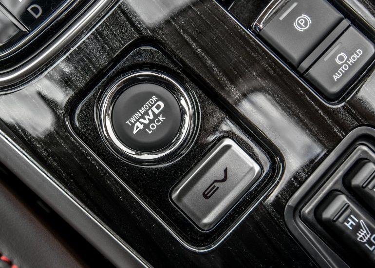 Считаем деньги в Mitsubishi Outlander (+ полицейский гибрид PHEV)