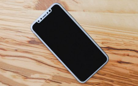 Смартфон iPhone X в красном цвете корпуса запечатлен на видео накануне анонса