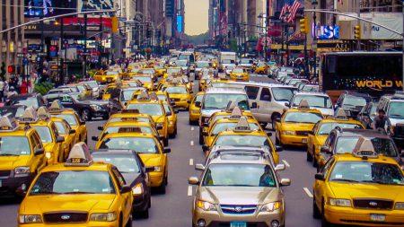Uber: По числу автомобилей на 1000 человек Киев уже перегнал Нью-Йорк, тогда как европейцы все чаще предпочитают личным машинам такси и каршеринг