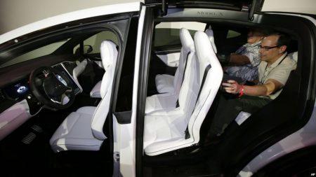 Tesla снова отзывает кроссоверы Model X из-за неисправности пассажирских сидений. На сей раз сидений второго ряда