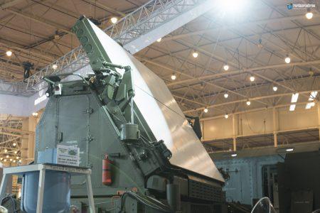 «Укроборонпром» представил новый 3D-радар 80К6Т от НПК «Искра», способный отслеживать до 500 целей одновременно в радиусе 500 км и на высотах до 40 км
