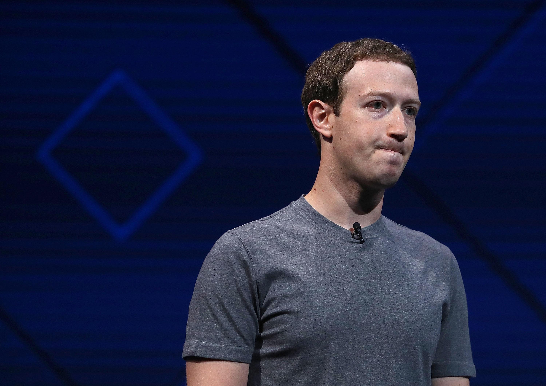Facebook ужесточит правила размещения рекламы и наймет более тысячи модераторов для борьбы с политическими объявлениями