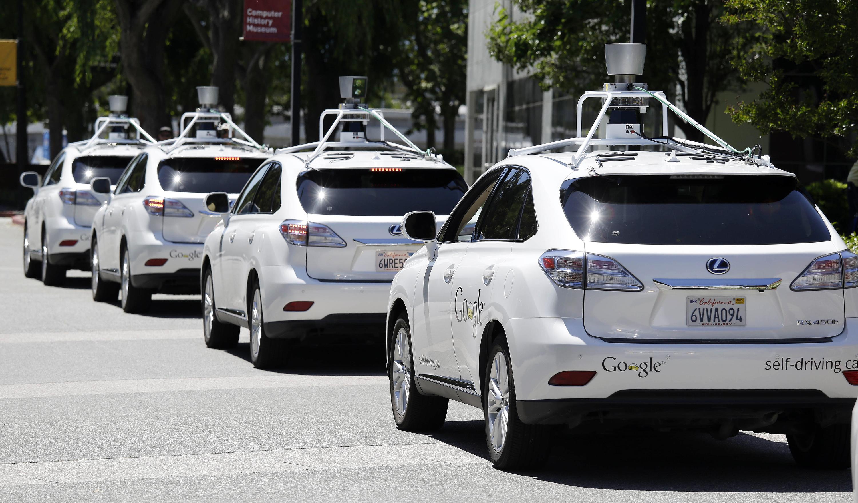 Накалифорнийские дороги выпустят машины без руля, педалей иводителей