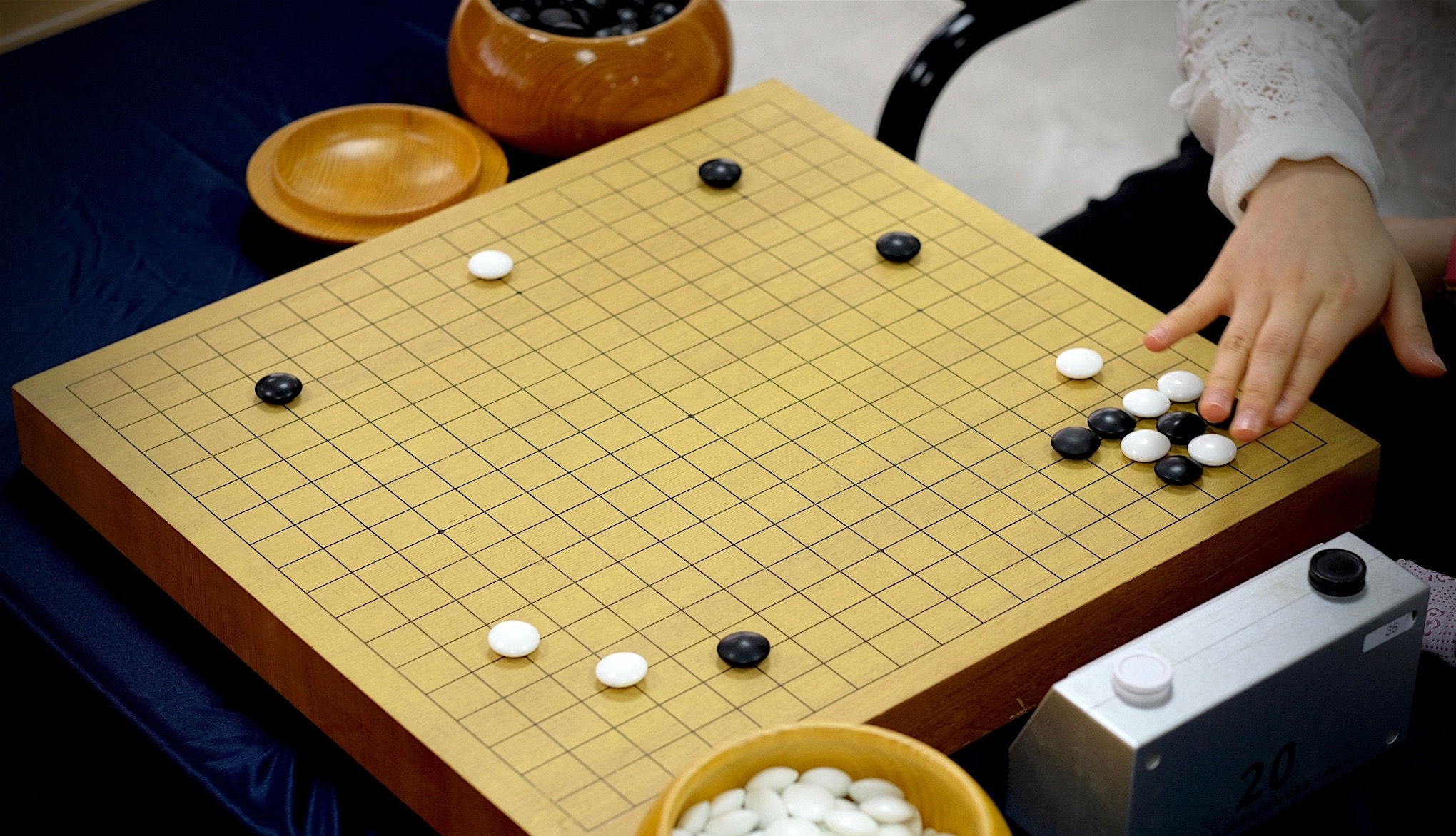 AlphaGo больше ненужны люди, чтобы улучшать  мастерство вигре Го