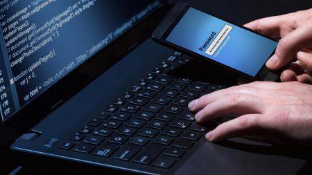 Киберполиция поймала хакера из Черновцов, который взломал сервера крупного украинского мобильного оператора, пополнил свой счет на миллион гривен и устроил себе реальный 3G-безлимит