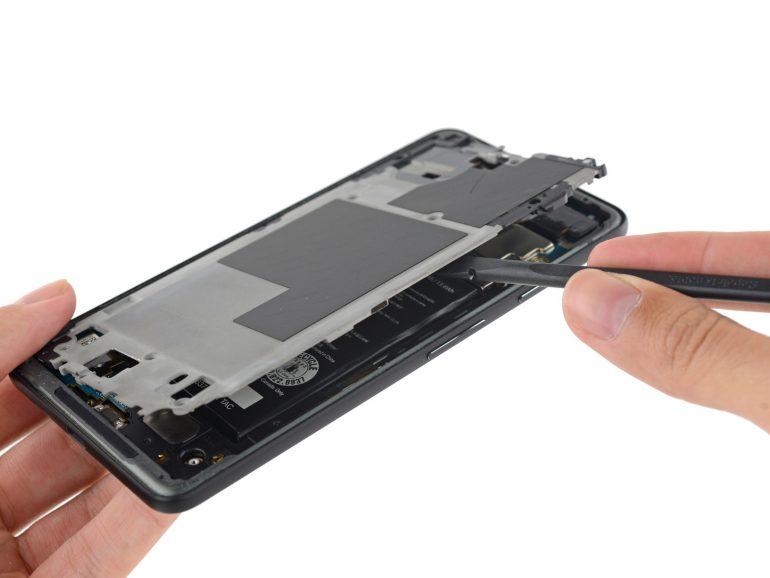 iFixit разобрали смартфон Google Pixel 2 XL и оценили его ремонтопригодность