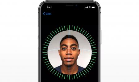 Apple назвала заявление Bloomberg о снижении точности Face ID в iPhone X «абсолютной ложью»