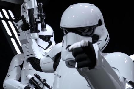 Фанатам «Звездных Войн» на Comic-Con устроили неожиданное интерактивное шоу с Кайло Реном, штурмовиками и повстанцами [видео]