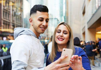 Исследование: Любимый смартфон американских подростков — iPhone (82%), соцсеть — Snapchat (47%), видеосервис — Netflix (37%), сайт для покупок — Amazon (49%)