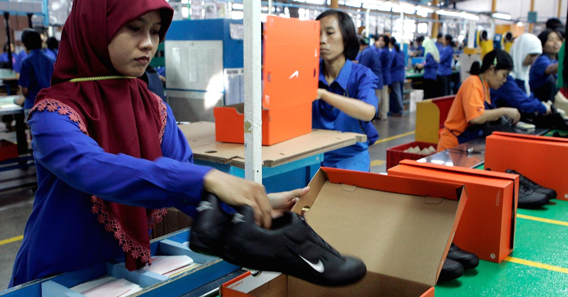 the issue of nikes asian labour practices There was no effort, of course, to determine if contractors complied with the code, and, eventually, nike's factories came under attack for their workplace practices, including the use of child.