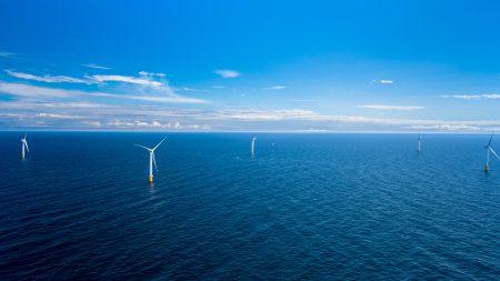 Возле берегов Шотландии заработала первая в мире плавучая ветряная электростанция Hywind Scotland