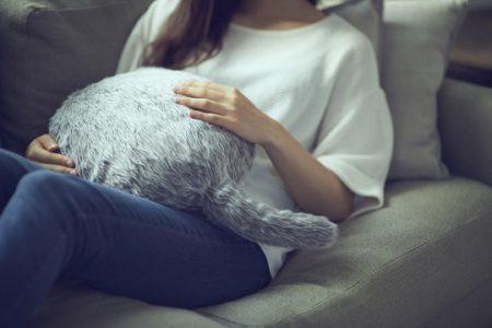 Борьба со стрессом по-японски: на Kickstarter собирают деньги на подушку с роботизированным хвостом