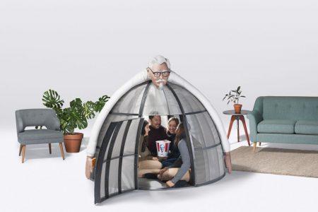 Сеть фастфудов KFC разработала палатку Internet Escape Pod стоимостью $10 тыс., в которой предлагает прятаться от назойливых звонков и сообщений