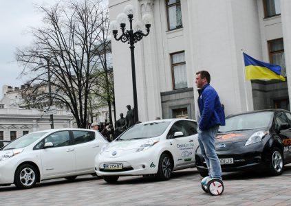 """Владимир Омелян: """"На следующей неделе в Раду внесут единый согласованный законопроект о популяризации электромобилей, который должны проголосовать до конца текущего года"""""""