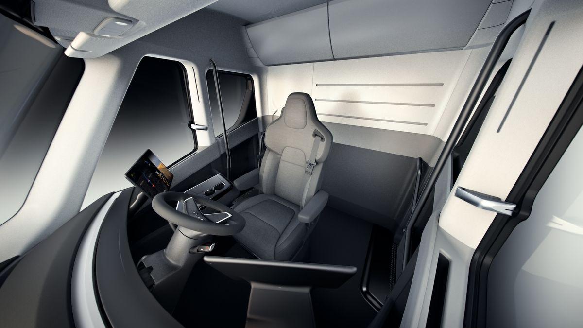 Представлен электрический грузовик Tesla Semi Truck с дальностью хода 800 км