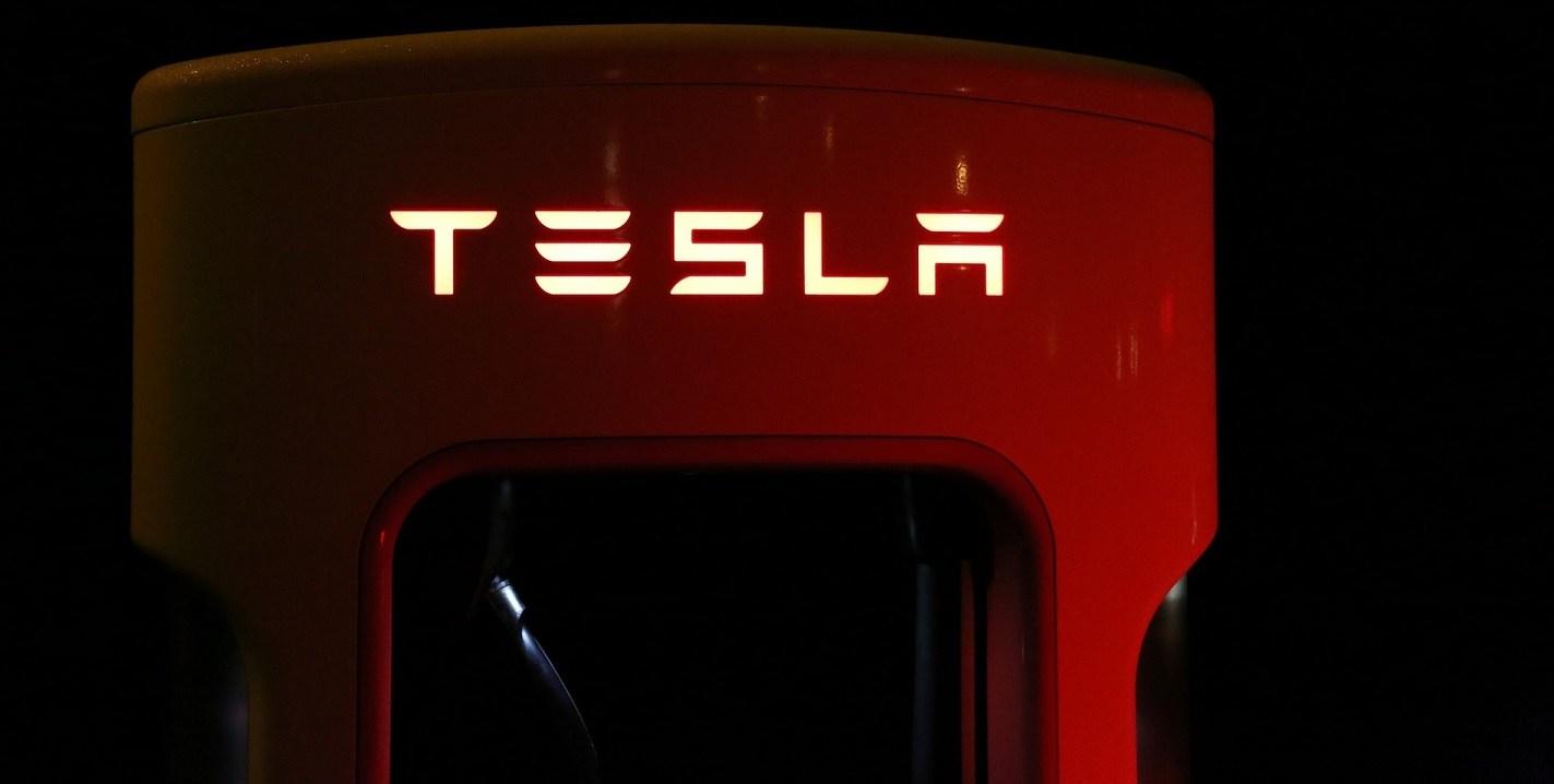 Вглобальной web-сети появилось первое видео сразгоном электрогрузовика Tesla Semi