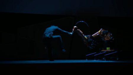 Huang Yi & KUKA: танцевальный дуэт человека и робота [Видео выступления с TED]