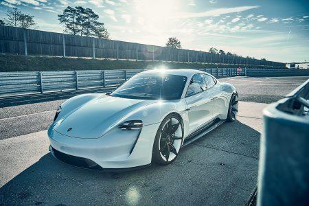 Электромобиль Porsche Mission E получит три полноприводные модификации с мощностью 400, 535 и 670 л.с., а также более доступные версии с задним приводом