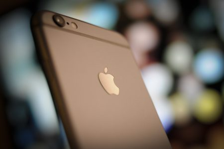В Израиле за замедление iPhone с Apple потребовали $125 млн