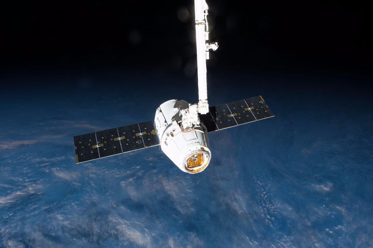 SpaceX отложила запуск грузового корабля Dragon кМКС