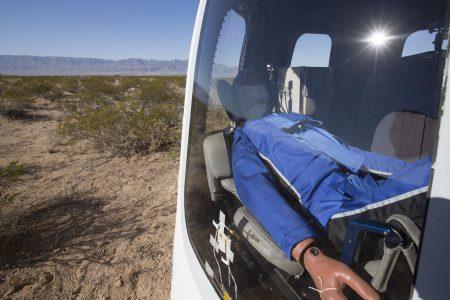 Blue Origin показала, каким будет полет на туристическом космическом корабле New Shepard [видео из капсулы]