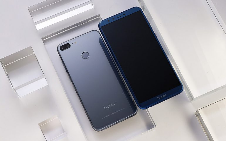 Huawei представила Honor 9 Lite сбезрамочным экраном ичетырьмя камерами