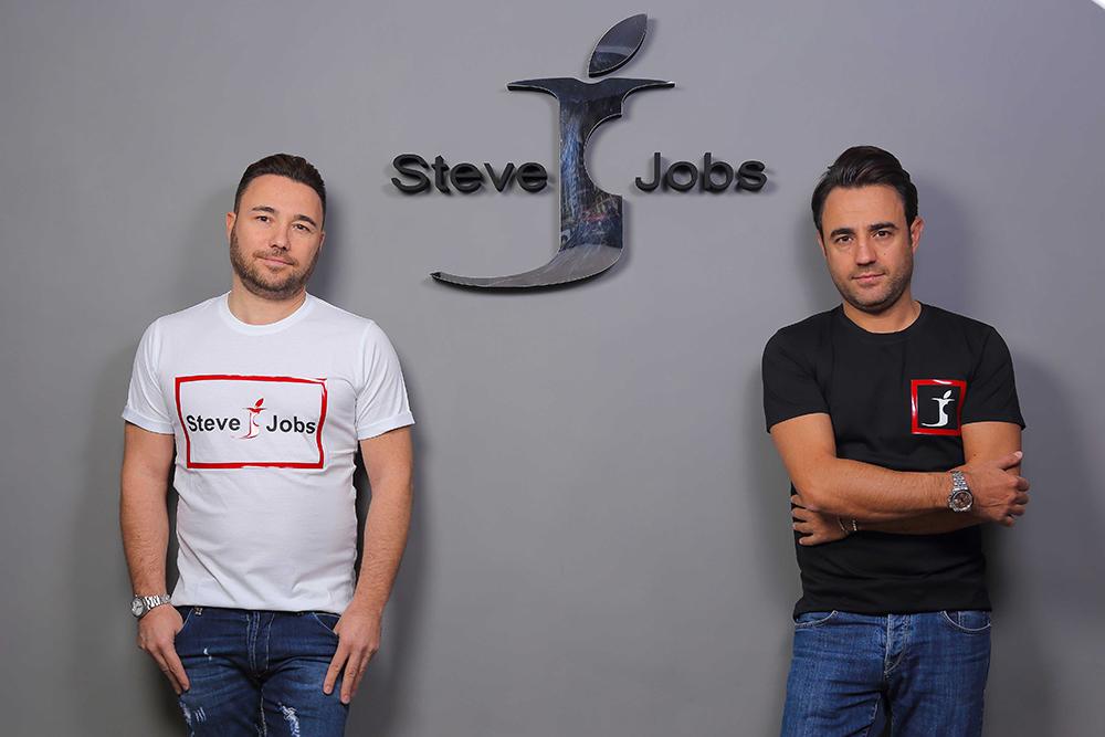 Итальянцы выиграли суд уApple поделу оджинсах Steve Jobs