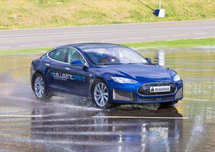Компания Magna представит на CES 2018 продвинутую систему электрического привода etelligentDrive, которую уже опробовала на модифицированном Tesla Model S
