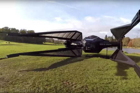 Британский изобретатель воссоздал СИД-истребитель из новых «Звёздных войн» в натуральную величину