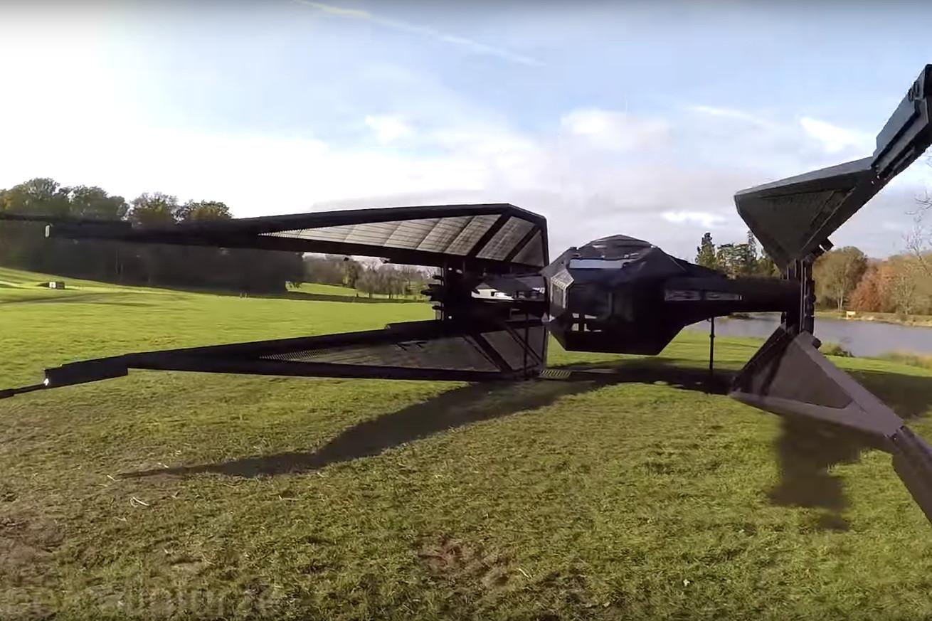 Фэндом: Британский изобретатель воссоздал СИД-истребитель из новых «Звёздных войн» в натуральную величину