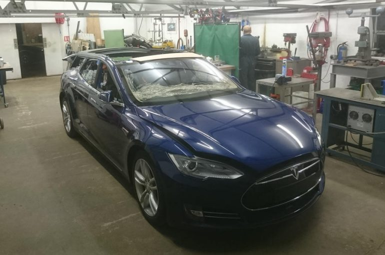 Tesla Model X и Тойота Land Cruiser поборолись вперетягивании каната