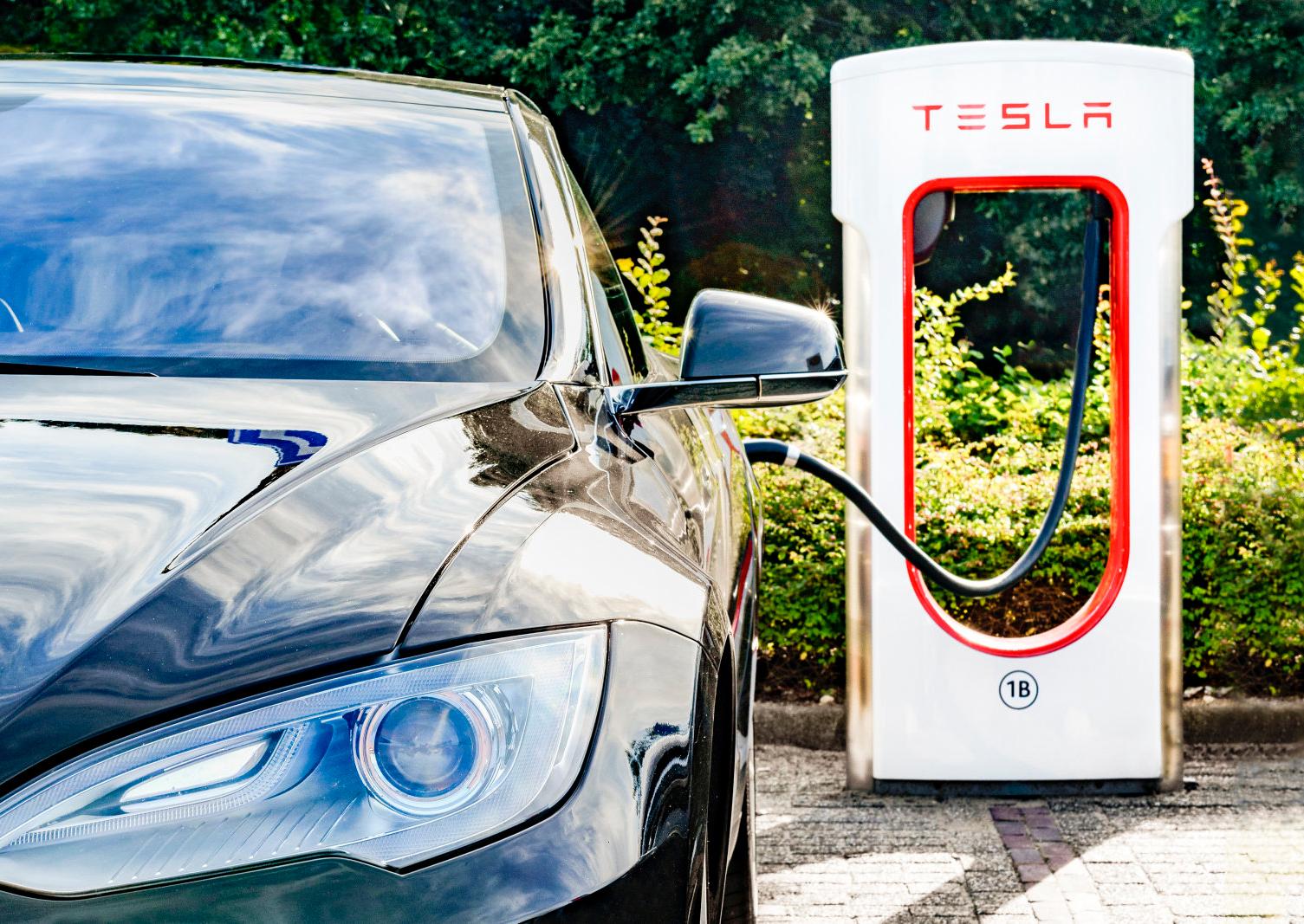 Tesla запретила таксистам икурьерам пользоваться Supercharger