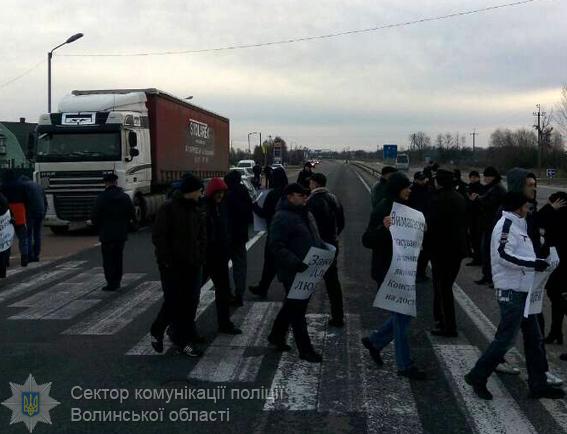 Протестующие против ужесточения правил беспошлинного ввоза товаров перекрыли ряд дорог на границе с Польшей