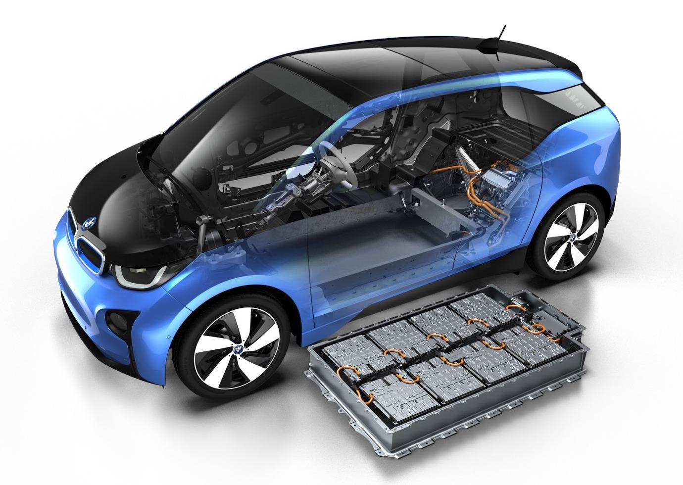 BMW заявила, что батареи в ее электромобилях рассчитаны минимум на 15 лет службы