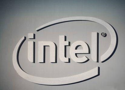 Intel теперь утверждает, что ее новые заплатки наделяют CPU иммунитетом к обоим уязвимостям и обещает к концу недели «пропатчить» более 90% процессоров последних пяти лет
