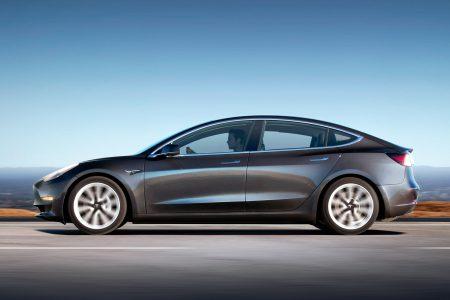 «Ручная сборка и дефектные батареи»: СМИ снова пишут о серьезных проблемах на Gigafactory, сдерживающих производство Model 3, но Tesla все отрицает