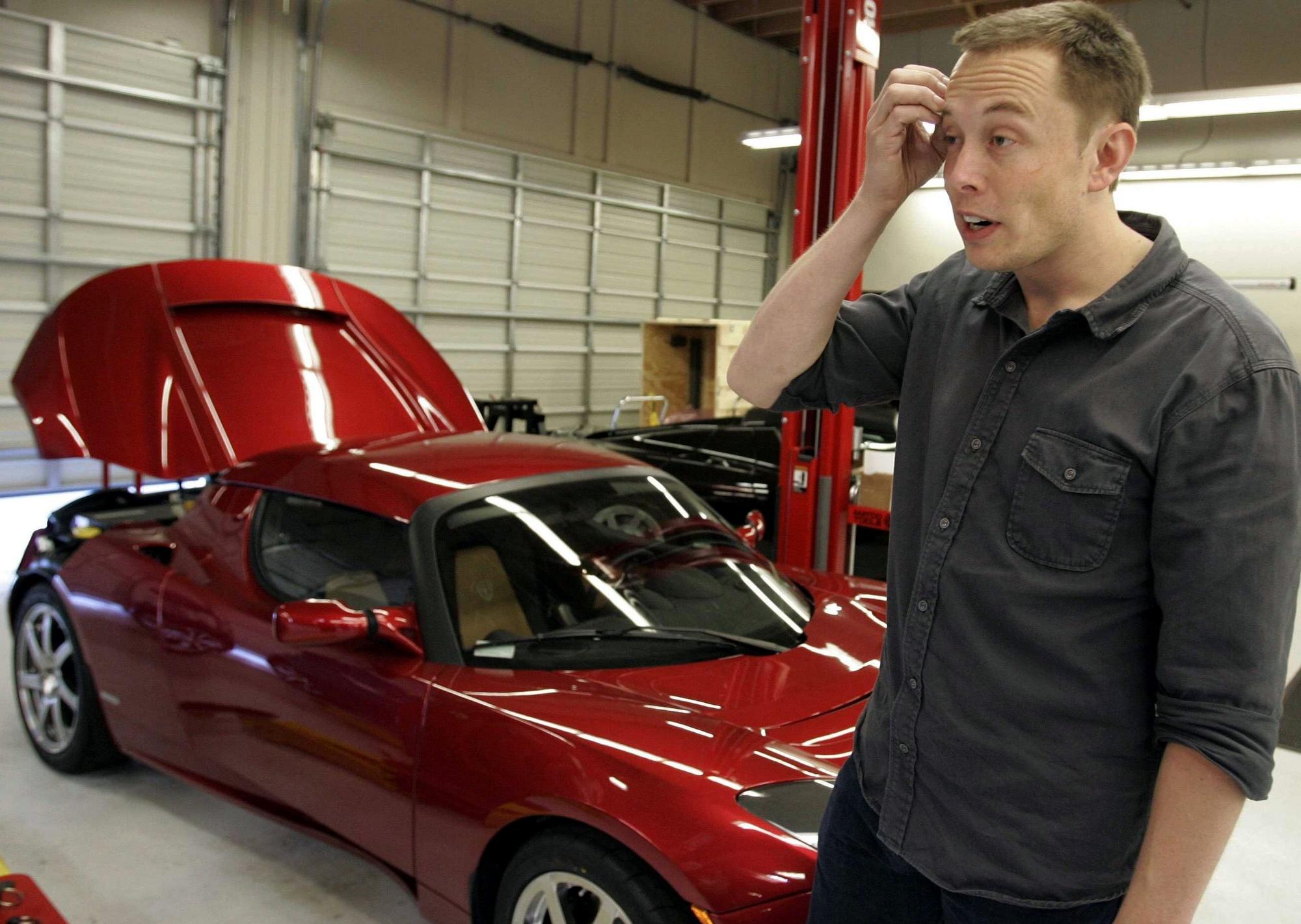"""""""У тебя есть самая высокая Tesla давай сделаем самую глубокую"""" Киевский метрополитен предложил Илону Маску разместить его электромобиль"""