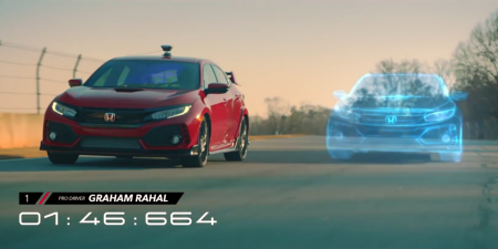 Honda использовала хэтчбек Civic Type R, игру Forza Motorsport 7 и смешанную реальность для организации гонки между реальным и виртуальным автомобилем [видео]