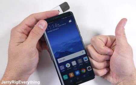 """JerryRigEverything проверил на прочность """"стеклянный"""" смартфон Huawei Mate 10 Pro"""