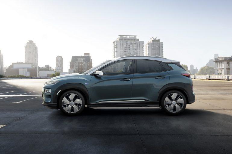 Hyundai представила электрический кроссовер Kona Electric в двух верси¤х с запасом хода 470 км (64 к¬тч) и 300 км (39 к¬тч)