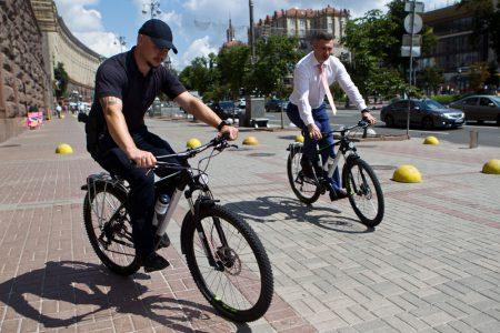 В Киеве окончательно переименовали станцию метро «Петровка» в «Почайна» и приняли Концепцию развития велосипедной инфраструктуры