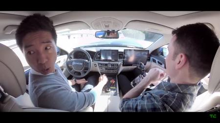 Видео дня: Беспилотник стартапа Phantom AI с журналистами на борту врезался в остановившийся на шоссе автомобиль, виноватым сделали водителя-испытателя
